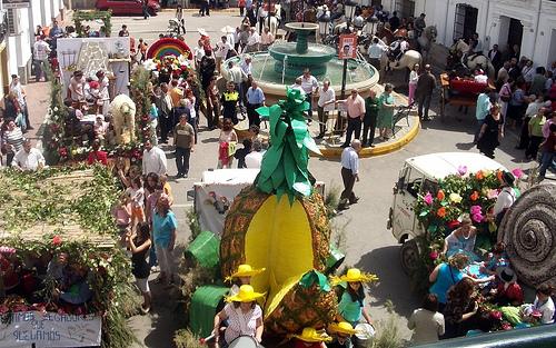 Ambiente en la plaza de Abla el día de las Carrozas